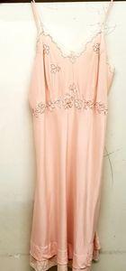 GORGEOUS 1930s vintage peach silk & lace slip